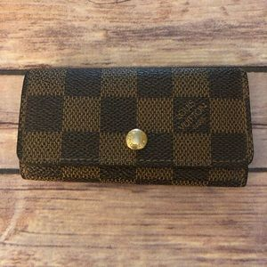 Louis Vuitton Damier multicles 4 ring key case.